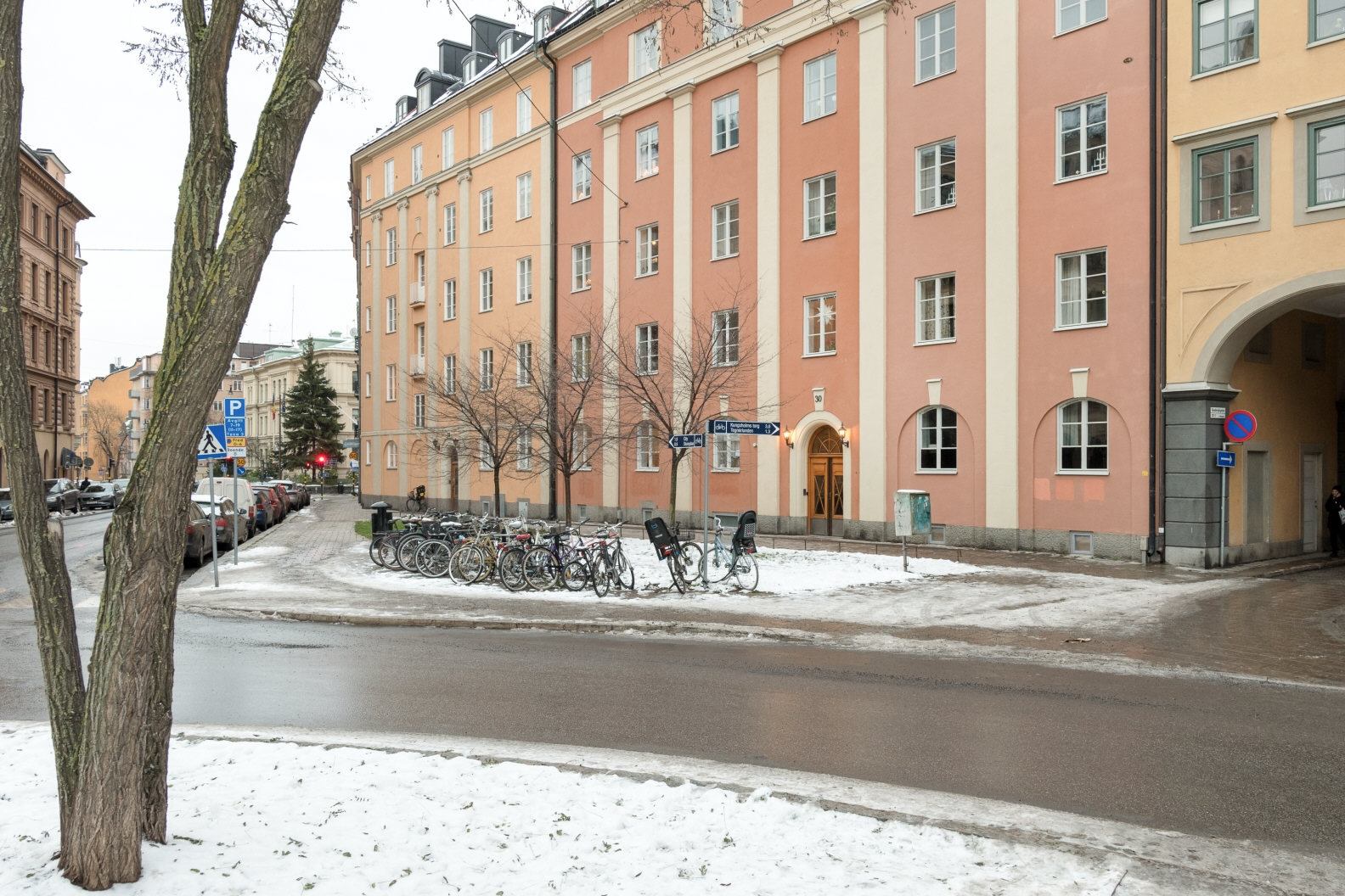 Utsikt mot Danderydsgatan – toppskick – perfekt planlösning