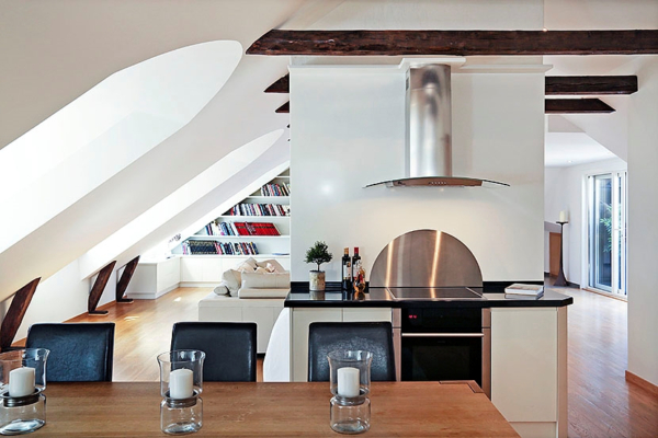 Vindsvåning om 4 rum med 2 terrasser och öppen spis