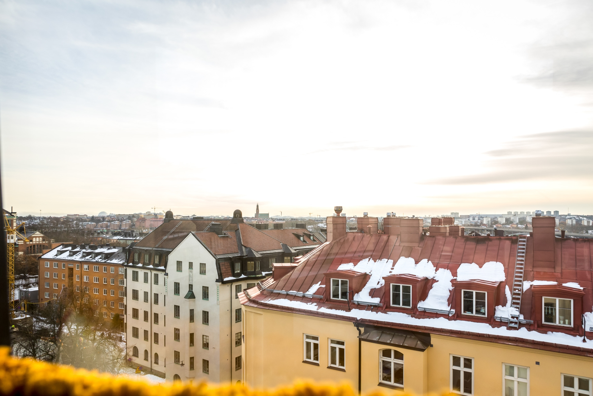 Vindsvåning – Två altaner – Tornrum -Milsvid utsikt