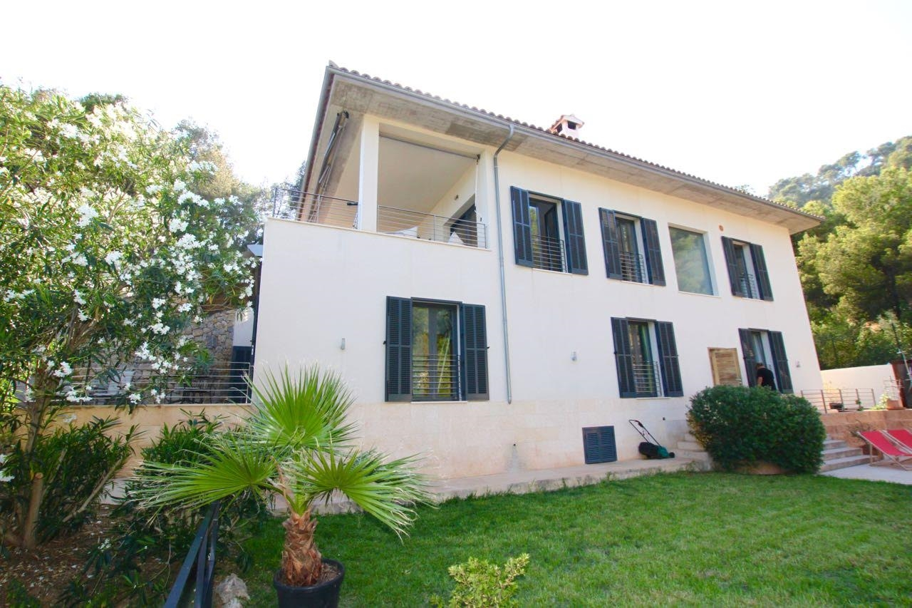 Villa with swimming pool and fully private area.