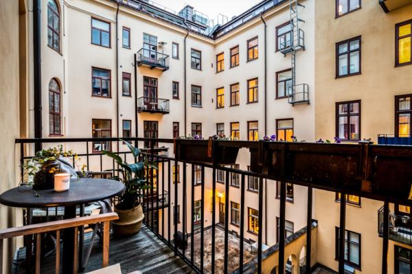 Vacker våning med balkong mot Nybroviken