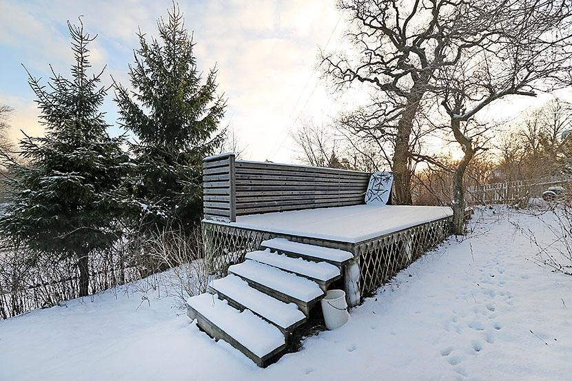 Vindsvåning med balkong nära Djursholms torg