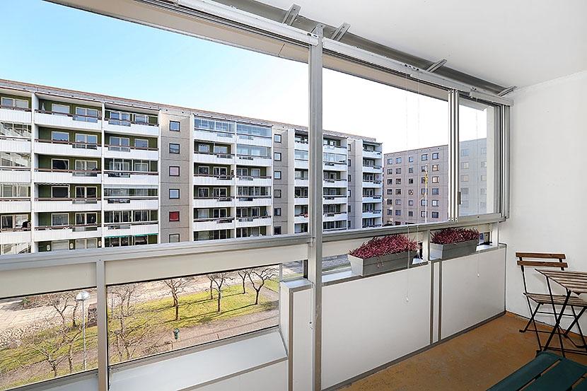 Högt läge och balkong – Låg avgift – Garage i fastigheten
