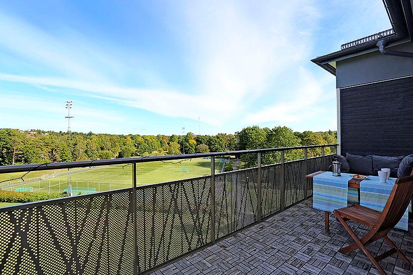 Högst upp – Stor balkong – Utsikt över Ältasjön